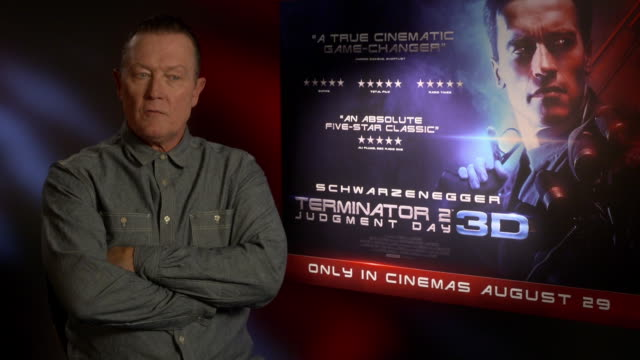 vidéos et rushes de interview robert patrick on arnold schwarzenegger being a force of nature a man who gets what he wants being governor of california at '3d release of... - arnold schwarzenegger