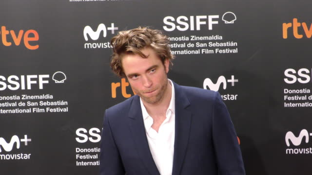 vídeos de stock, filmes e b-roll de robert pattinson attends the 'high life' premiere during the 66th san sebastian international film festival on september 27, 2018 in san sebastian,... - 2018