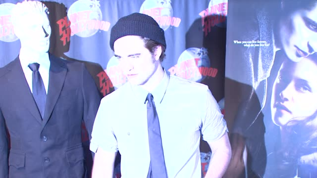 robert pattinson handprint and memorabilia donation at planet hollywood, new york, ny, 11/04/08 - stoppelbart stock-videos und b-roll-filmmaterial