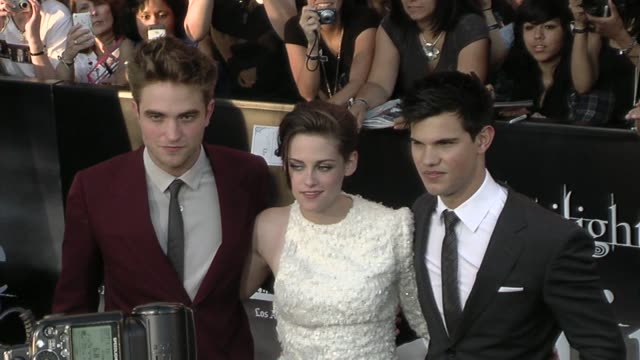 robert pattinson kristen stewart and taylor lautner at the 'the twilight saga eclipse' premiere at los angeles ca - twilight stock videos & royalty-free footage