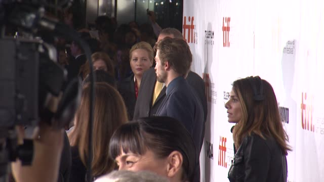 "vídeos de stock, filmes e b-roll de robert pattinson - ""maps to the stars"" premiere - 2014 toronto international film festival at roy thomson hall on september 09, 2014 in toronto,... - festival de cinema de toronto"