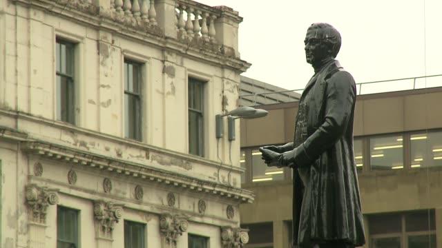 robert peel statue in glasgow - statue stock videos & royalty-free footage