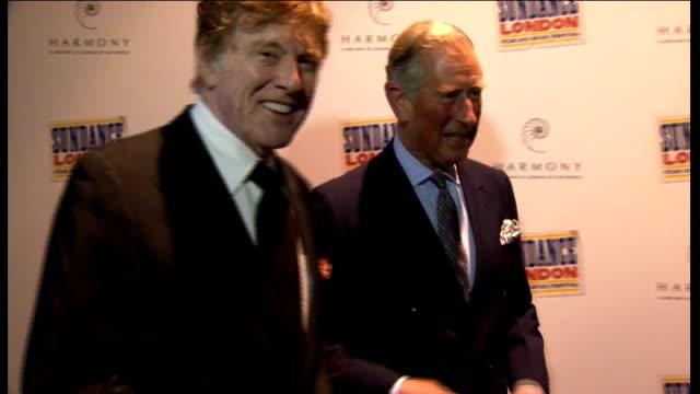 vídeos de stock e filmes b-roll de robert redford and prince charles at film premiere england london greenwich o2 centre photograohy*** stuart sender and julie sender posing for... - robert redford