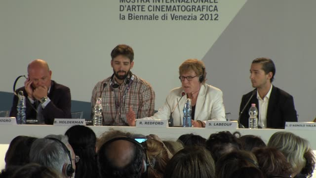 robert redford and shia labeouf at the company you keep press conference: 69th venice films festival on september 06, 2012 in venice, italy - ロバート・レッドフォード点の映像素材/bロール