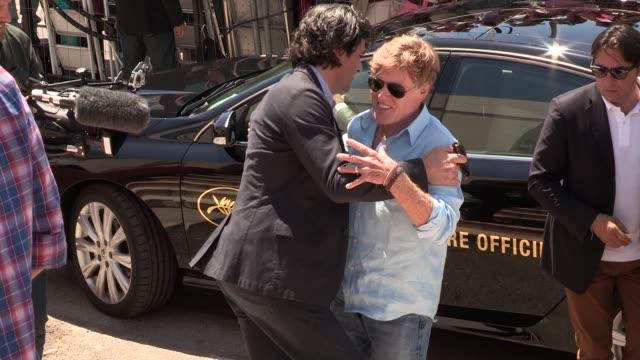 vídeos de stock e filmes b-roll de robert redford at celebrity sightings on may 22 2013 in cannes france - robert redford