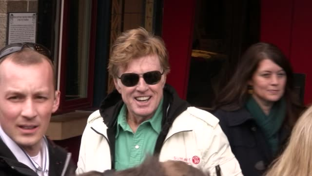 vídeos de stock e filmes b-roll de robert redford at the celebrity sightings at sundance at park city ut - robert redford