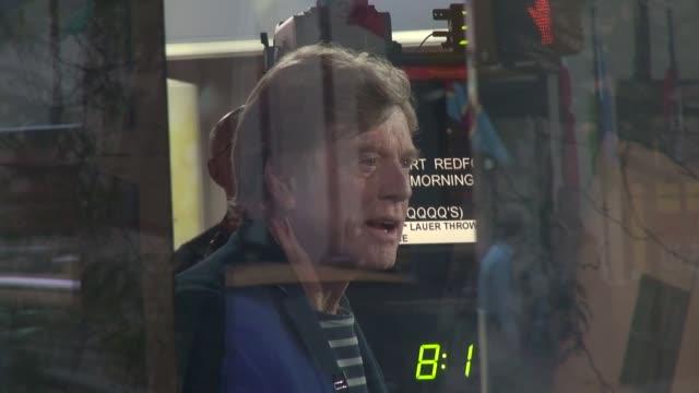 robert redford at the 'today' show studio - ロバート・レッドフォード点の映像素材/bロール