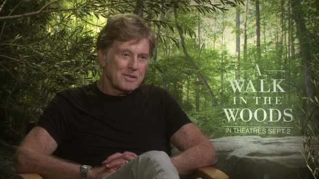 vídeos de stock e filmes b-roll de interview robert redford on if he has any buddy adventures that mirrored this story the physicality of the role the music in the film at 'a walk in... - robert redford