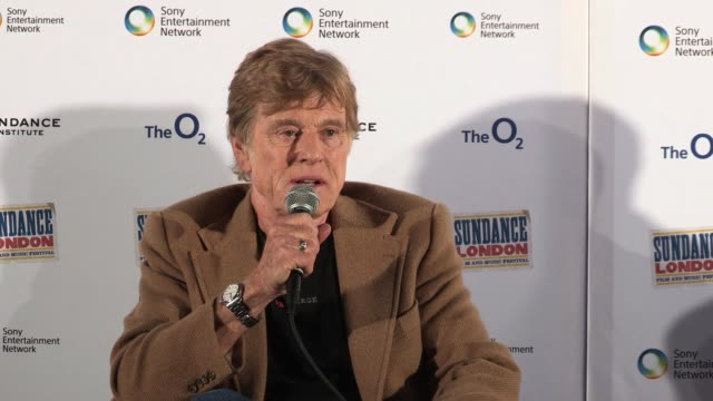 robert redford on sundance in london and more at 02 arena on april 26, 2012 in london, england - ロバート・レッドフォード点の映像素材/bロール
