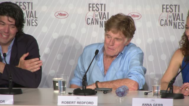 robert redford on the challenges of filming, what it was like on set, how society has changed at 'all is lost' press conference at palais des... - ロバート・レッドフォード点の映像素材/bロール