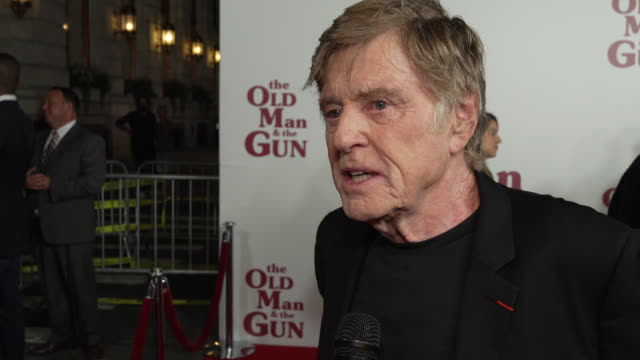 vídeos de stock e filmes b-roll de interview robert redford talks about plot overview his character why the movie is special audience takeaways at the old man the gun new york premiere... - robert redford