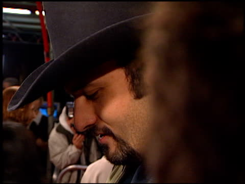 robert rodriguez at the 'scream 2' premiere at grauman's chinese theatre in hollywood, california on december 10, 1997. - scream named work stock-videos und b-roll-filmmaterial