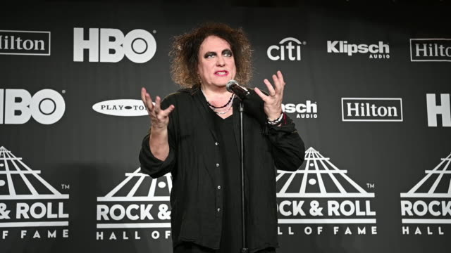 vídeos de stock, filmes e b-roll de robert smith at the 2019 rock roll hall of fame induction ceremony press room at barclays center on march 29 2019 in new york city - the center