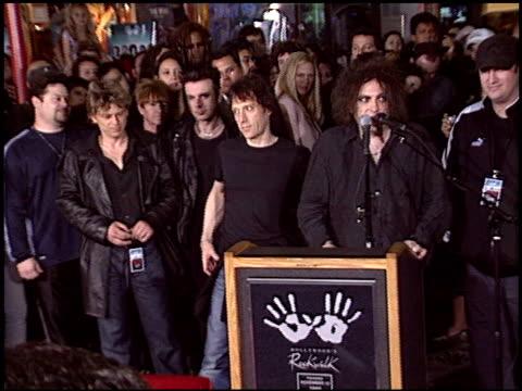 vídeos y material grabado en eventos de stock de robert smith at the the cure rockwalk ceremony at guitar center in hollywood california on april 30 2004 - the cure