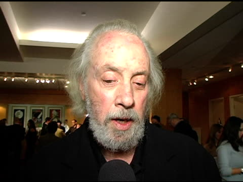 vídeos de stock, filmes e b-roll de robert towne on roman being right on the ending at the ampas 30th anniverary screening of 'chinatown' at the academy of motion picture arts and... - academy of motion picture arts and sciences