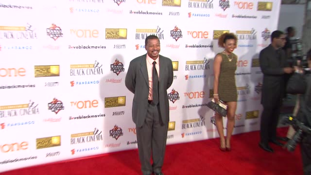 robert townsend at bfca celebration of black cinema west hollywood, ca january 7, 2014 - ブロードキャスト映画批評家協会点の映像素材/bロール