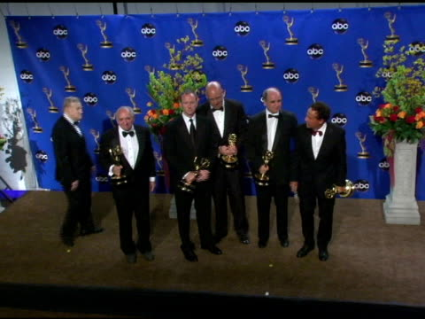vídeos y material grabado en eventos de stock de robert w cort and other producers, winners of outstanding made-for-television movie for 'something the lord made' at the 2004 primetime emmy awards... - premio emmy anual primetime