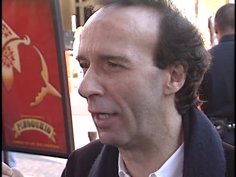 vídeos de stock, filmes e b-roll de roberto benigni at the pinocchio premiere at the grove los angeles in los angeles ca - the grove los angeles