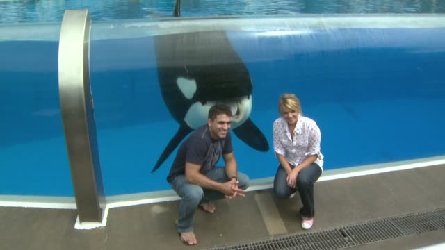 Roberto Martinez and Ali Fedotowsky at the Ali Fedotowsky celebrates her 26th Birthday at SeaWorld at San Diego CA