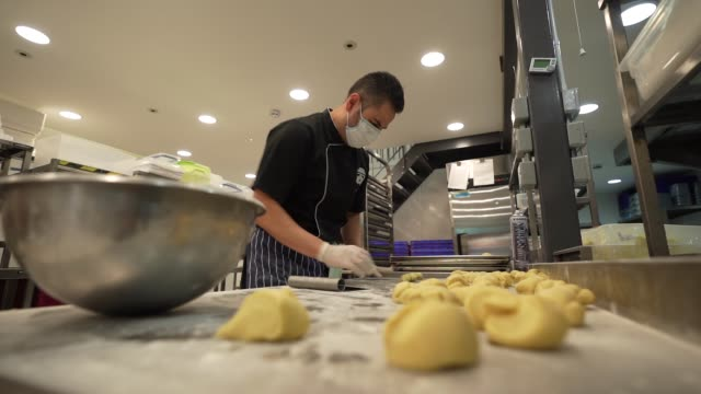 roberto szasz at suzanne james catering makes brioche buns for nhs staff as hospitals deal with the on going coronavirus pandemic on april 8 2020 in... - slow stock videos & royalty-free footage