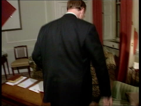 london int robin cook mp enters room sits down in armchair and talks with tony blair seated on sofa opposite - ロビン クック点の映像素材/bロール
