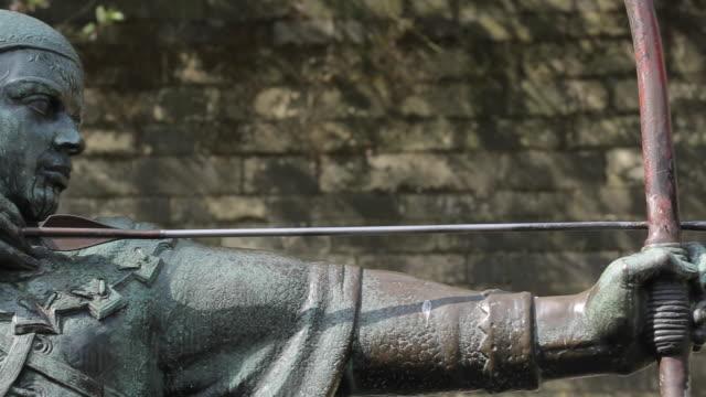 robin hood statue, nottingham, nottinghamshire, england, uk, europe - skulptur bildbanksvideor och videomaterial från bakom kulisserna