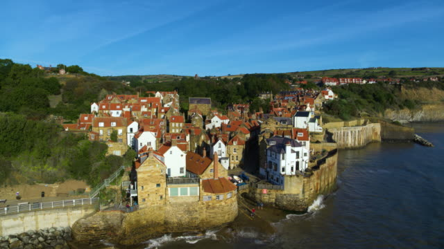 robin hoods bay cliffside houses, robin hoods bay, north yorkshire - whitby north yorkshire england stock videos & royalty-free footage
