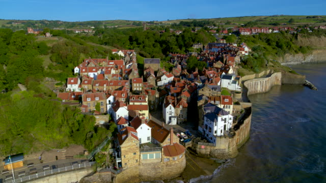 robin hoods bay cliffside houses, robin hoods bay, north yorkshire - recreational pursuit stock videos & royalty-free footage
