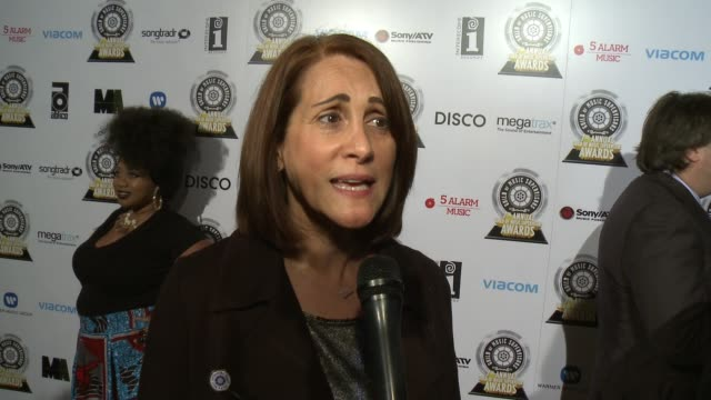 robin kaye on her role as a co-chair of the event and why she feels it's important to recognize music supervisors, on the rewards and challenges of... - ordförande bildbanksvideor och videomaterial från bakom kulisserna