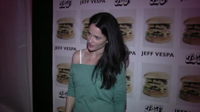 Robin Tunney on knowing Jeff Vespa on being photographed by him on the large poloroid on what she thinks of the photos and on burgers at the Jeff...