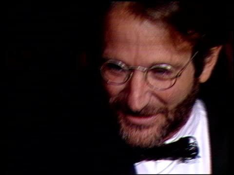 robin williams at the 1991 golden globe awards at the beverly hilton in beverly hills california on january 19 1991 - ロビン・ウィリアムズ点の映像素材/bロール
