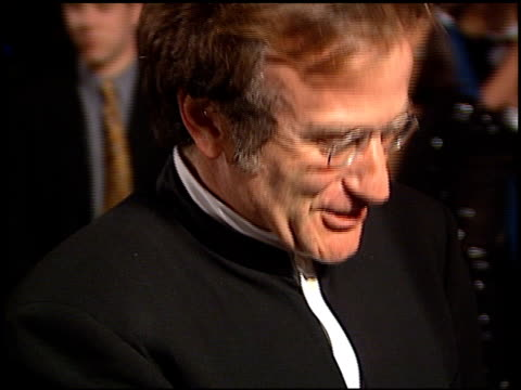 stockvideo's en b-roll-footage met robin williams at the 1998 academy awards vanity fair party at morton's in west hollywood california on march 23 1998 - 70e jaarlijkse academy awards