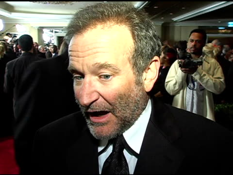robin williams at the clive davis' pregrammy awards party interviews at the beverly hilton in beverly hills california on february 13 2005 - ロビン・ウィリアムズ点の映像素材/bロール