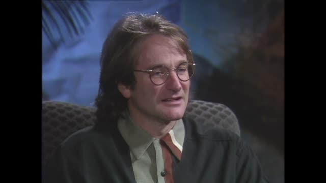 robin williams on being a father - ロビン・ウィリアムズ点の映像素材/bロール