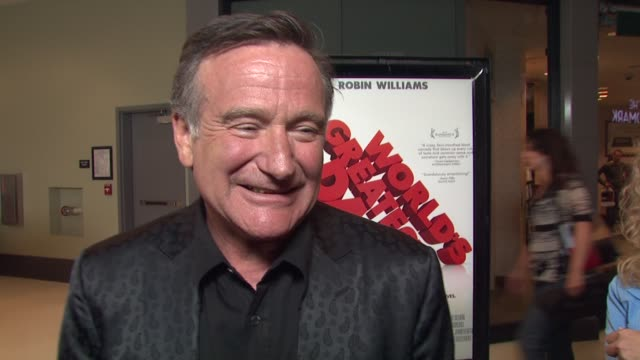 robin williams on performing a nude scene on the movie and on working with bobcat goldthwait at the 'world's greatest dad' premiere at los angeles ca - ロビン・ウィリアムズ点の映像素材/bロール