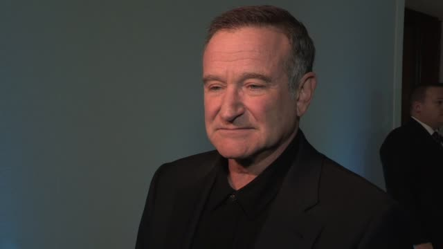 robin williams on playing a penguin what it was like on set preparing for the role inspiration for the role at the happy feet two european premiere... - ロビン・ウィリアムズ点の映像素材/bロール