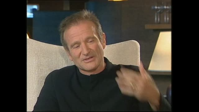 vídeos de stock e filmes b-roll de robin williams speaking about acting and the film industry in 1999 during interview with host paul holmes - robin williams ator
