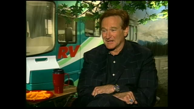 vídeos de stock e filmes b-roll de robin williams speaking rugby union and the new zealand all blacks team in 2006 during interview with host sal morgan - robin williams ator