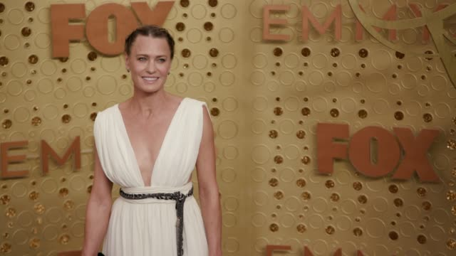 vídeos y material grabado en eventos de stock de robin wright at the 71st emmy awards - arrivals at microsoft theater on september 22, 2019 in los angeles, california. - premios emmy