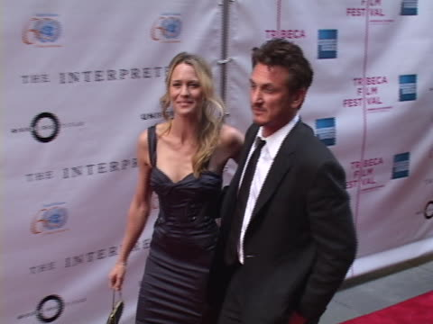 robin wright penn and sean penn at the the interpreter new york premiere at ziegfeld theater in new york, new york. - ショーン・ペン点の映像素材/bロール