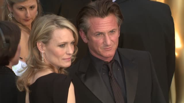 robin wright penn sean penn at the 81st academy awards arrivals part 6 at los angeles ca - robin wright stock videos and b-roll footage