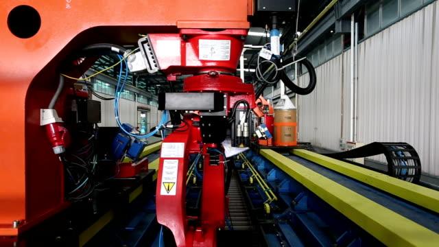 Robot braccio linea di assemblaggio di lavoro, tempo reale.