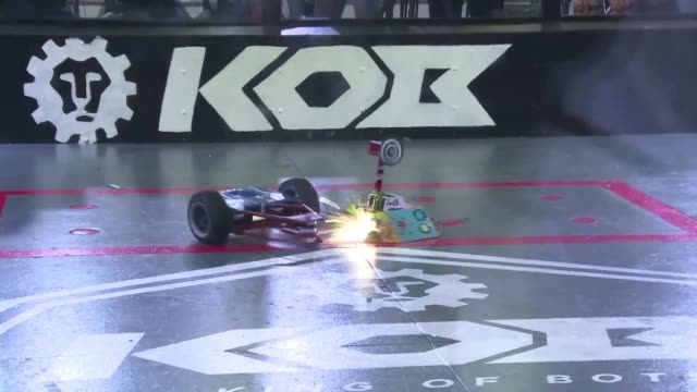 vídeos y material grabado en eventos de stock de robot fighters clash in the king of bots competition held during the world robot conference in beijing smashing each other knocking off wheels and... - noreste de china