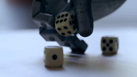 vídeos y material grabado en eventos de stock de mano de robot lanzar dado - intelligence