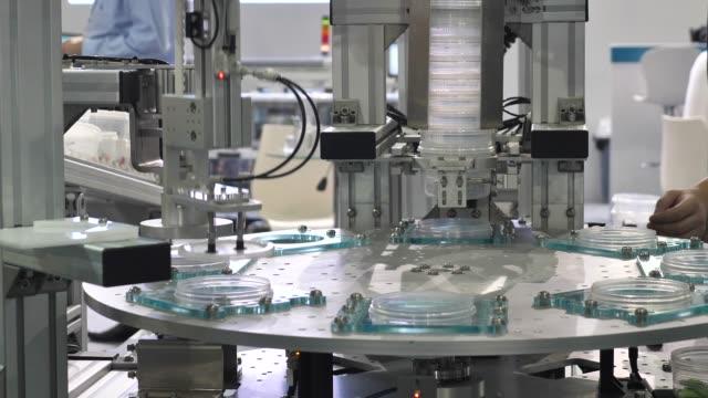roboterindustrie - halle gebäude stock-videos und b-roll-filmmaterial