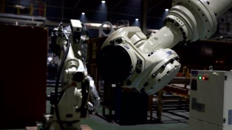 vídeos y material grabado en eventos de stock de robot es movimiento prueba todos los ejes en la enseñanza de modo - motor eléctrico