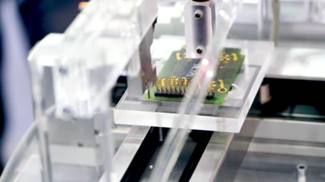 人工知能ロボット - 回路基板点の映像素材/bロール