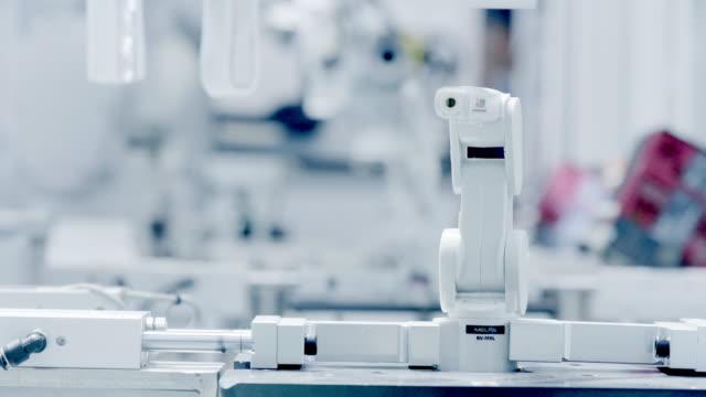 roboter-maschine über künstliche intelligenz - intelligenz stock-videos und b-roll-filmmaterial