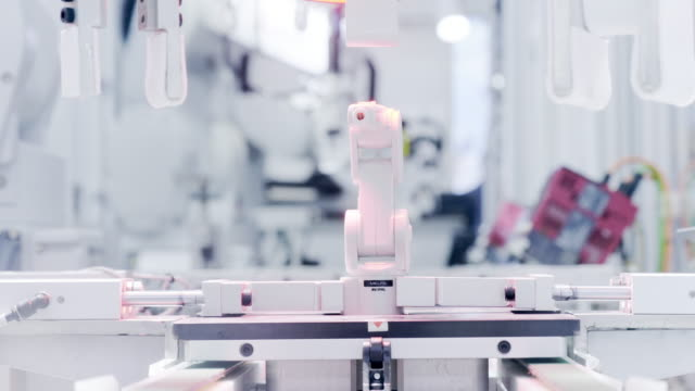 stockvideo's en b-roll-footage met robot machine op kunstmatige intelligentie - factory