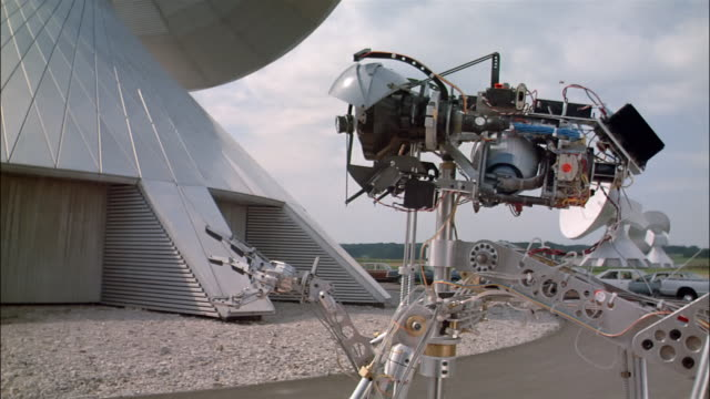 CU robot moving at radio telescope